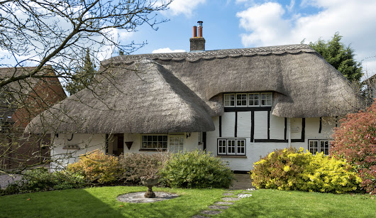 5 Tips for Furnishing a Beautiful Thatch Cottage - thatchedinsure.co.uk