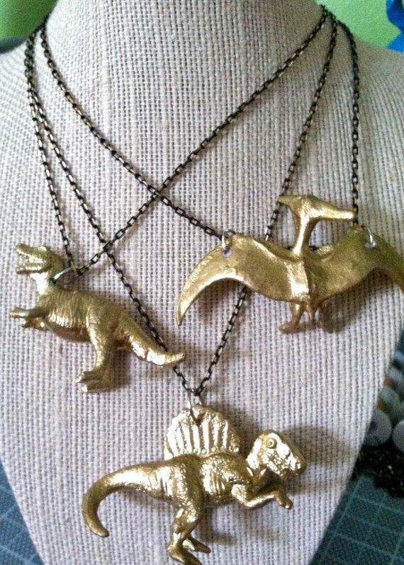 http://www.etsy.com/es/listing/156348612/t-rex-gold-dinosaur-necklace?utm_source=OpenGraph&utm_medium=PageTools&utm_campaign=Share