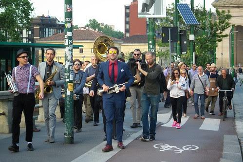 La marcia della banda sulla #Darsena by Ylbert Durishti