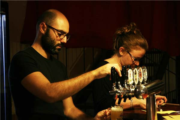 perierga.gr - Το πρώτο μπαρ για κωφάλαλους στον κόσμο!