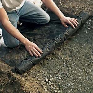 Postavljanje najlona preko podloge.
