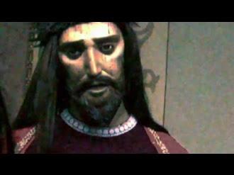 Figura de Cristo abre los ojos y habla / Christ figure open her eyes