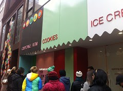 Live blog Sprinkles Cupcakes ATM - there's a line by Rachel from Cupcakes Take the Cake