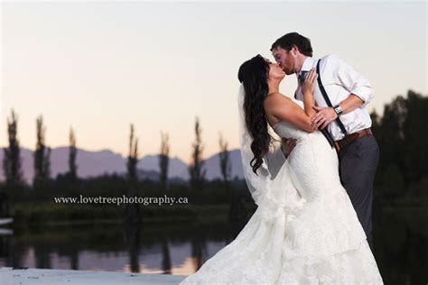 Rustic   Romantic Burnaby Lake Rowing Pavilion Wedding