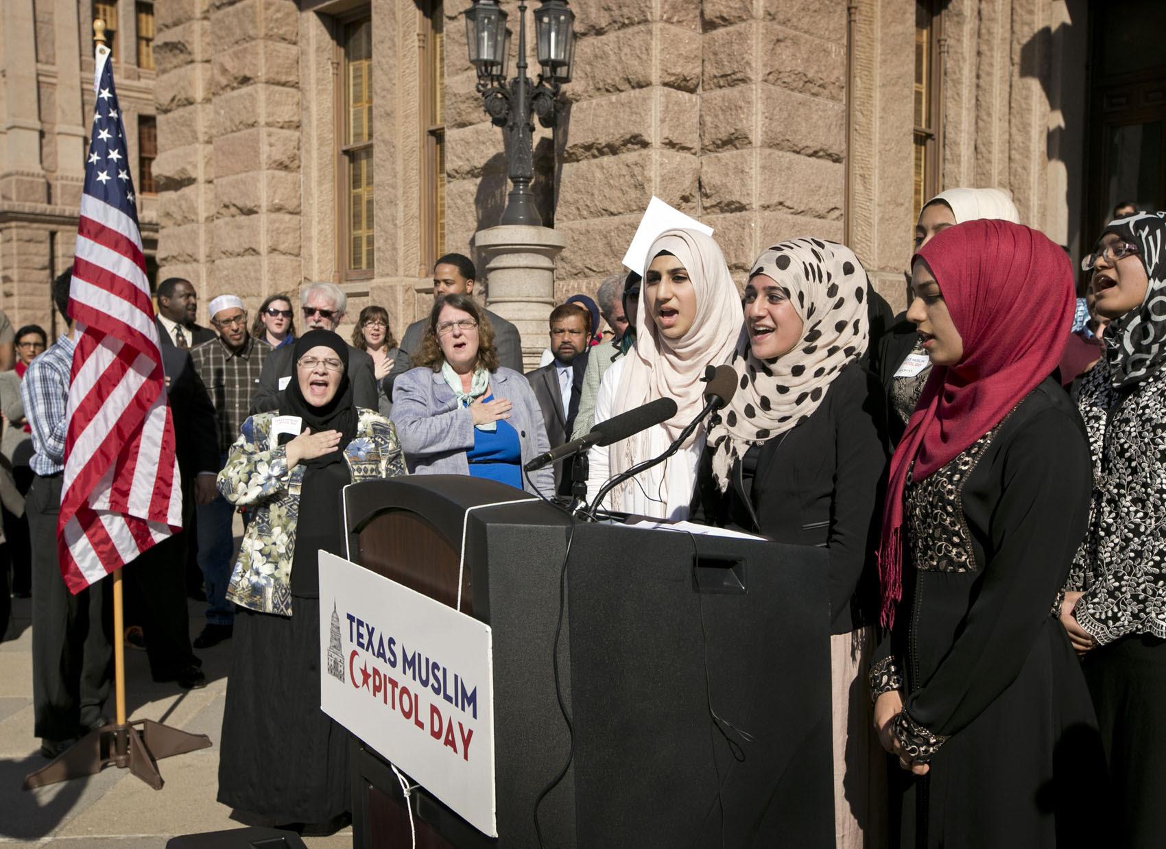 http://photoblog.statesman.com/wp-content/uploads/muslim-0006.jpg