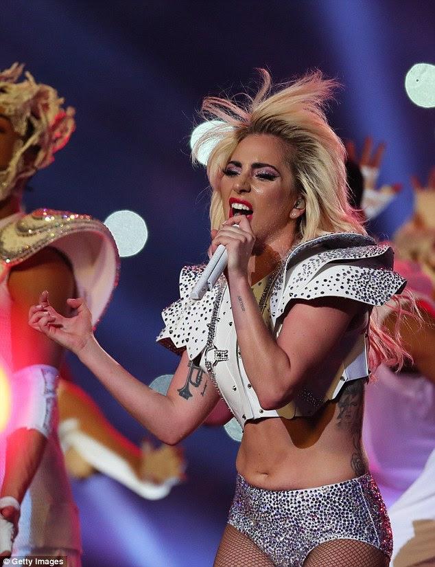 Vá Gaga!  Embora os shamers do corpo estranhamente obcecados sobre um bocado minúsculo da pele que pendurava sobre seus shorts prateados, estivesse desobstruído o nativo de New York estava na forma tip-top