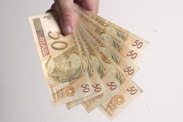 Salário mínimo deve ser de R$ 880 em 2016, diz ministro do Trabalho Marcelo Oliveira/Agencia RBS