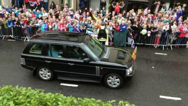 Queen visits Northern Ireland