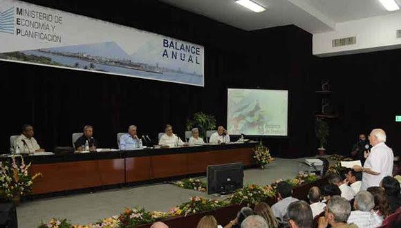 Díaz-Canel en el balance anual de Economía y Planificación