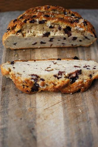 crusty rosemary-kalamata olive bread