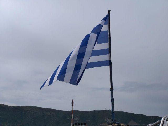 Ήγουμενίτσα: Έπαρση μεγάλης σημαίας στο λιμάνι της Ηγουμενίτσας (+εικόνες, +βίντεο)