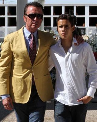Imagen de Jose Ortega Cano junto a su hijo.