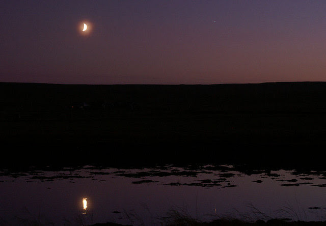File:Moon at dusk over Baltasound houb - geograph.org.uk - 1033614.jpg