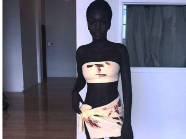 काले रंग के साथ इंटरनेट पर सनसनी मचा रही है ये मॉडल,देखिए उसकी HOT तस्वीरें