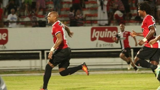 Zagueiro voltou a marcar em cobrança de falta