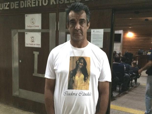 Pai de Isadora Aparecida Cândida dos Reis, em Goiânia, Goiás (Foto: Paula Resende/ G1)