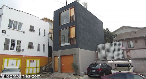 Skinny Small House in LA with Recessed Kitchen and Solid Door Balcony