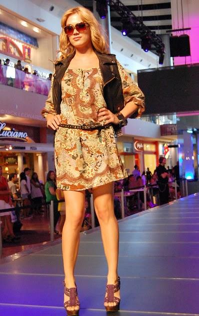 febb9968997 Black Strappy Sandals  Steve Madden Fashion Show