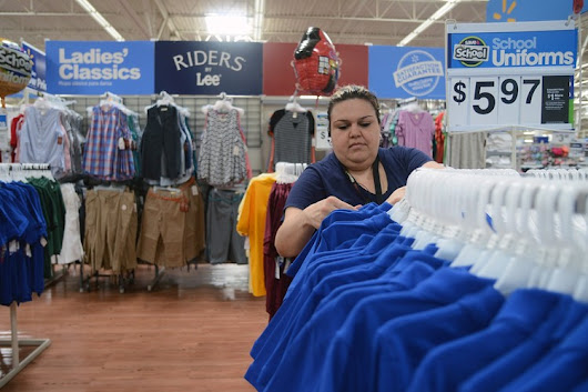 Wal-Mart Looks to Bump All Workers Pay Above the Minimum Wage