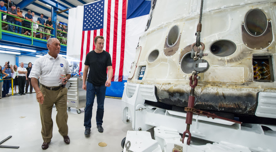 Elon Musk and NASA Administrator Charles Bolden inspect the Dragon capsule after it had returned from its first mission to the ISS in 2013. Credit: NASA, Bill Ingalls