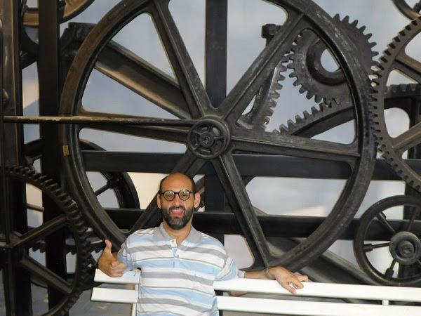 Emílio Figueira, 45 anos, tem cinco pós, dois doutorados e mais de50 livros publicados