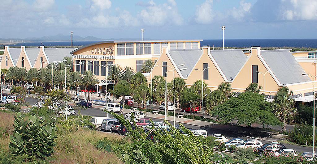 """Aeropuerto Internacional """"Hato"""" de Curazao, sede de una importante base militar de los EEUU."""