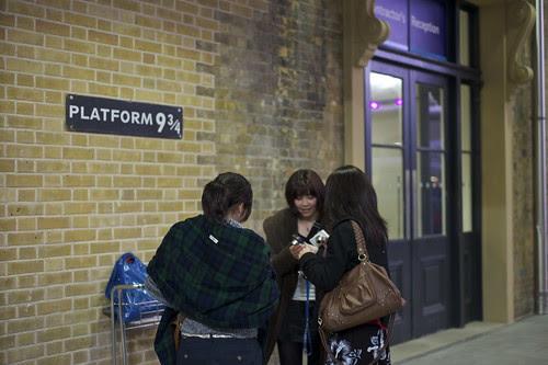 platform 9 3/4 at King's Cross Station by Tiki Chris