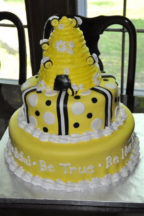 Sweet Cakes: Bee Cake