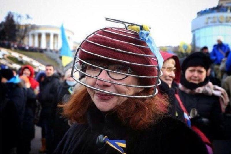 Картинки по запросу майданные дебилы с кастрюлями на голове