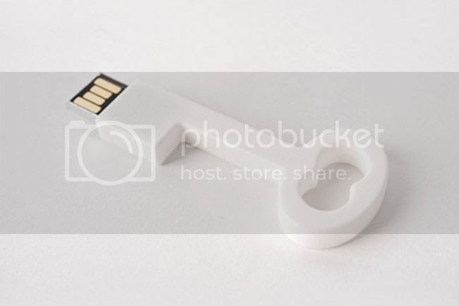 photo byAMT_Cle_USB_byAMT_Key_White_Single_grande_zps9ri11qy7.jpg