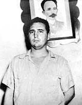 Raíces históricas llevaron a Fidel Castro a sostener que Martí era el  autor intelectual de los hechos del 26 de Julio de 1953, como, en  consecuencia, lo sería de la etapa revolucionaria iniciada entonces. Y ya te amenazo con un artículo que estoy escribiendo para mi artesa, y  que te haré llegar. Y con otro más, que pudiera ser en exclusividad para  Cubadebate, a propósito del 19 de mayo, porque es fecha de gran  significación, y porque las confusiones, ¡ay!, no cesan.