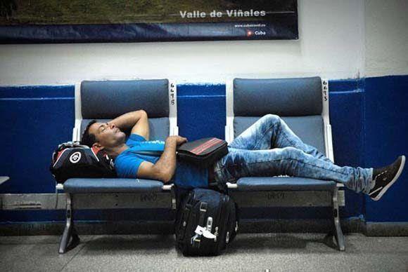 Molestias causadas a los pasajeros por la aerolínea Cubana de Aviación ante la demora de todas sus salidas por la terminal de vuelos nacionales del Aeropuerto Internacional José Martí, de Rancho Boyeros, en La Habana, Cuba, el 6 de noviembre de 2015. Foto: ACN/ Juan Pablo Carreras.