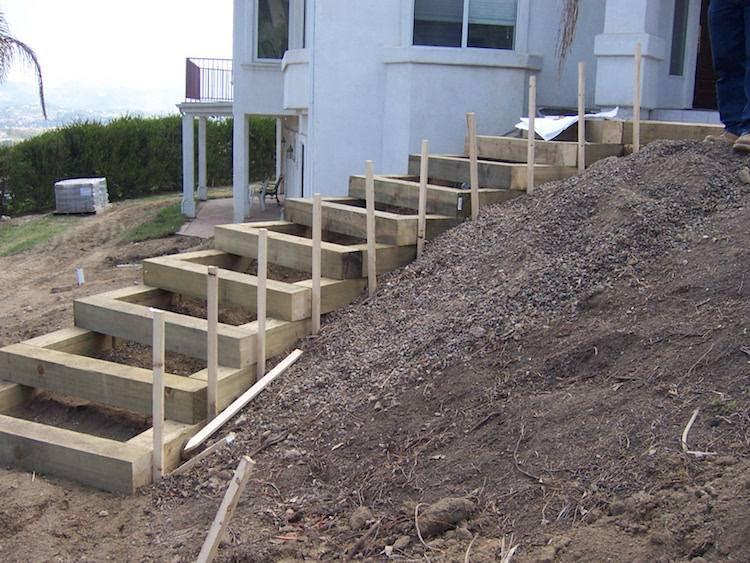 gartentreppe selber bauen holz hang haus steil