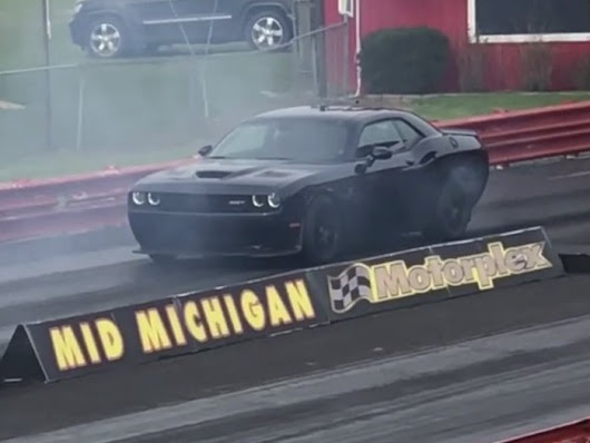 Tuned Dodge Challenger SRT Hellcat Runs a 10.09 Quarter Mile with Minimal Modifications