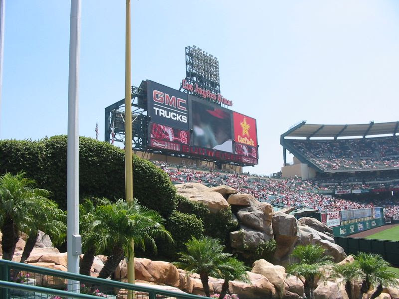 http://www.chrisputro.com/ballparks/03%2020050821%20Angel%20Stadium%20-%20fountain%20and%20RF%20scoreboard.JPG