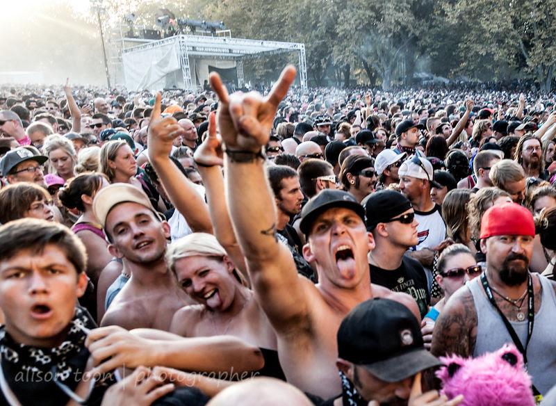 Fans waiting for Five Finger Death Punch, Aftershock 2014
