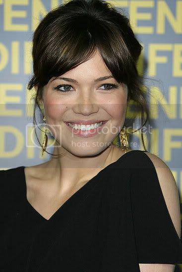 shane west and mandy moore kiss. dress while Mandy Moore