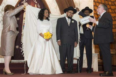 Double wedding in Seattle caps rapper?s transformation