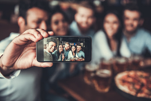 How Millennials Taking Selfies is Leading to Healthier Dental Habits