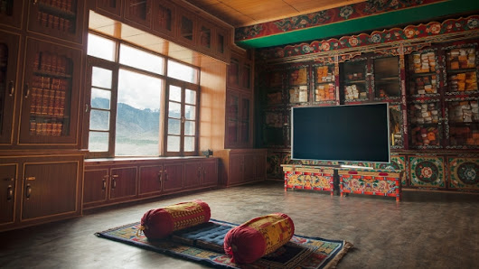 Samsung Is Sending One Person to a Tibetan Monastery for 100 Days to Watch TV in Peace