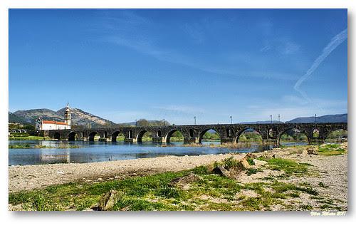 Ponte romana / medieval sobre o rio Lima by VRfoto