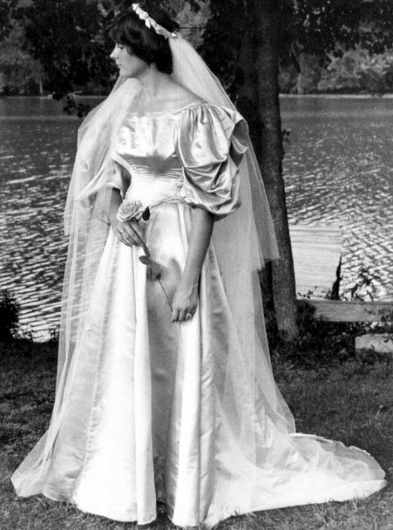 Todo mundo viu este vestido de noiva de 120 anos de antiguidade, exceto uma pessoa 06