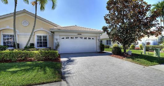 Attached Villa Pool Home - 7747 Bay Lake Dr, Fort Myers, Florida