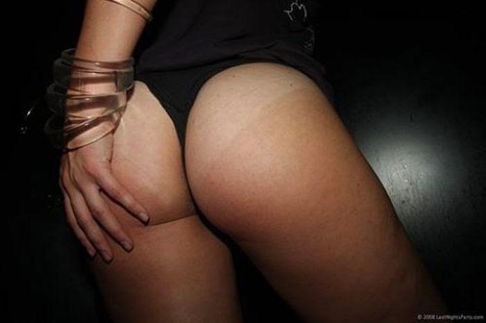 Девушки демонстрируют линии загара (40 фото)
