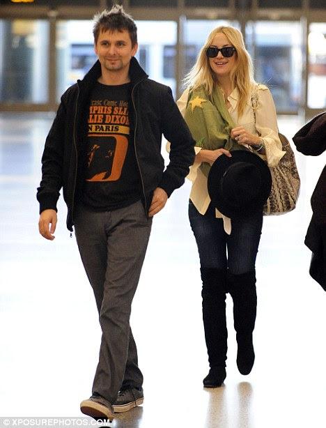 Bebê alegria: Kate, retratada nesta semana em Los Angeles, e noivo Matt Bellamy recebeu bebê Bingham em julho
