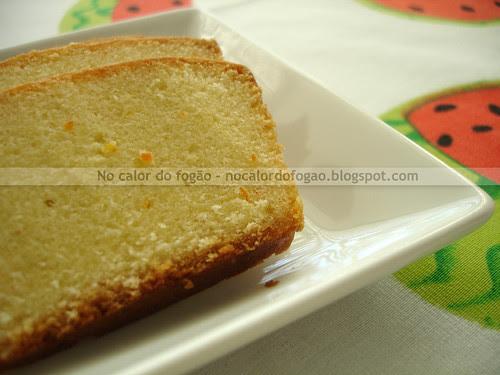 Fatias do bolo de limão-cravo (receita da Hummingbird Bakery)