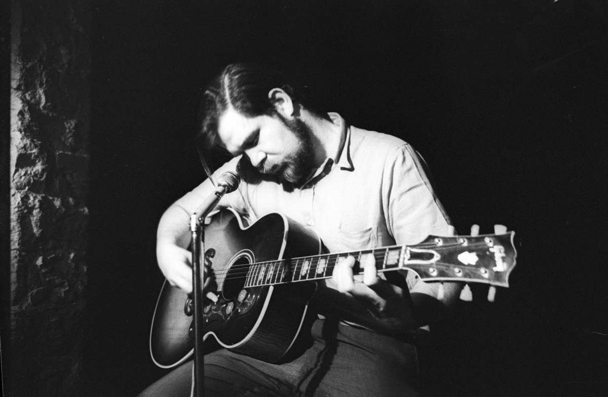 Folk singer Dave Van Ronk performs onstage at the Gaslight on June 22, 1964 in New York, New York.