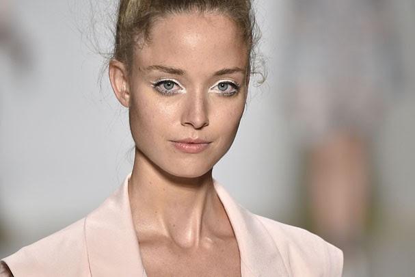 Direto da New York Fashion Week: olhar branco no desfile de Nanette Lepore  (Foto: Agência Fotosite)