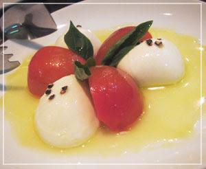 稲毛「Trattoria Vino」にて、前菜定番のカプレーゼ。