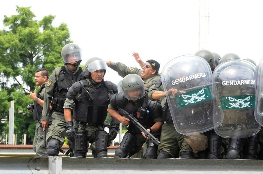 Gendarmería desalojó a los empleados de Cresta Roja de la Riccheri. (Diego Diaz)